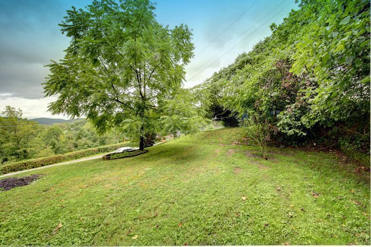 2611 Larwood Dr, Charleston, West Virginia