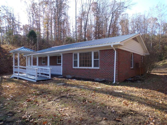 1264 Hwy 438, Centerville, Tennessee