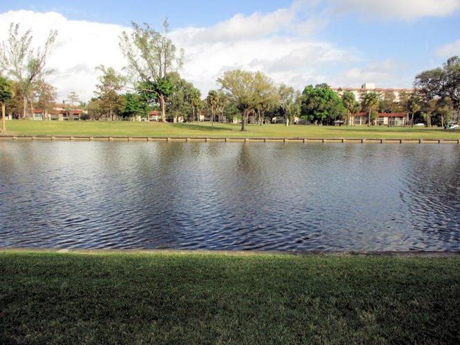 3750 Inverrary Dr 1t, Lauderhill, Florida
