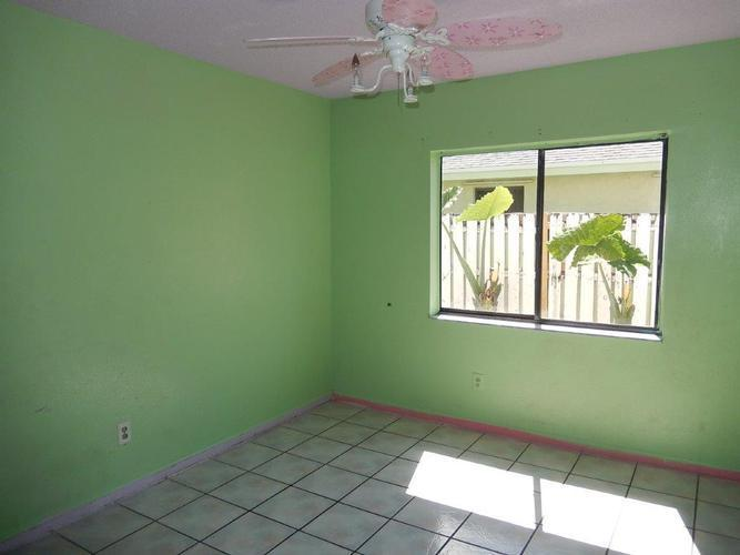 7340 Nw 52nd Ct, Lauderhill, Florida