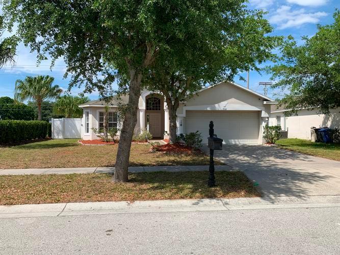 8102 Carriage Pointe Dr, Gibsonton, Florida