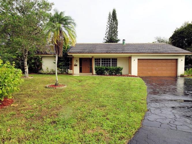 3742 Nw 98th Ave, Coral Springs, Florida