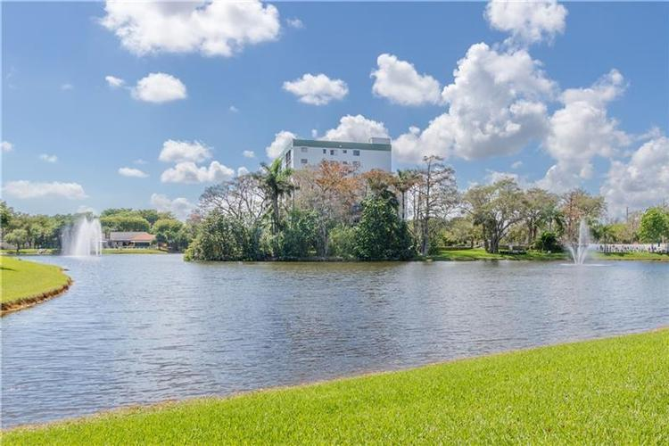 2240 N Cypress Bend Dr 203, Pompano Beach, Florida