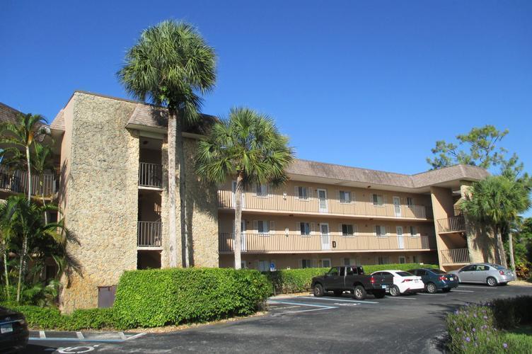 5635 Rattlesnake Hammock Rd Apt 301d, Naples, Florida