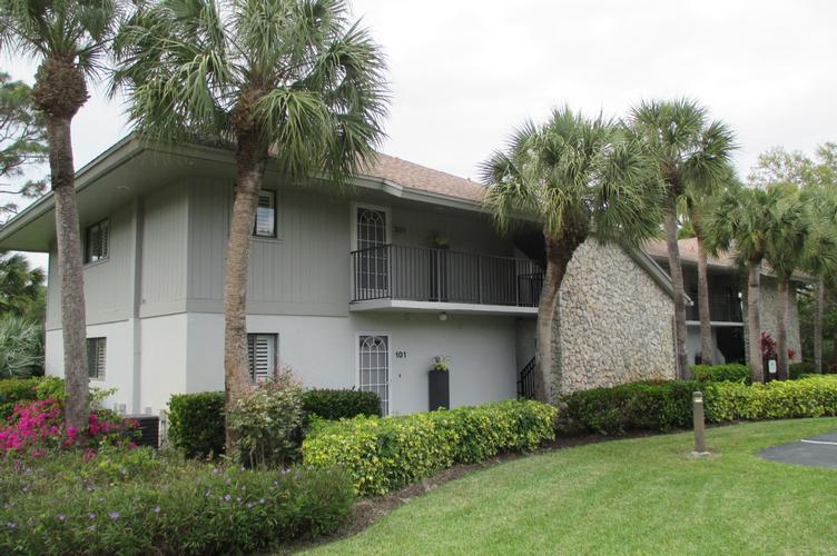 746 Eagle Creek Dr Unit 102, Naples, Florida