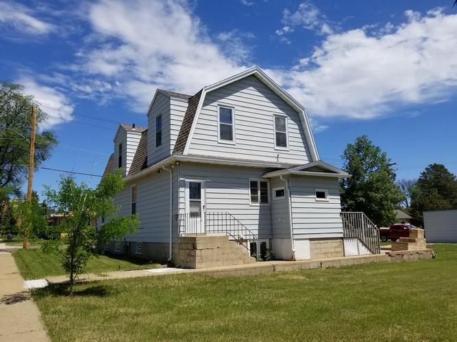 1045 1st St W, Dickinson, North Dakota