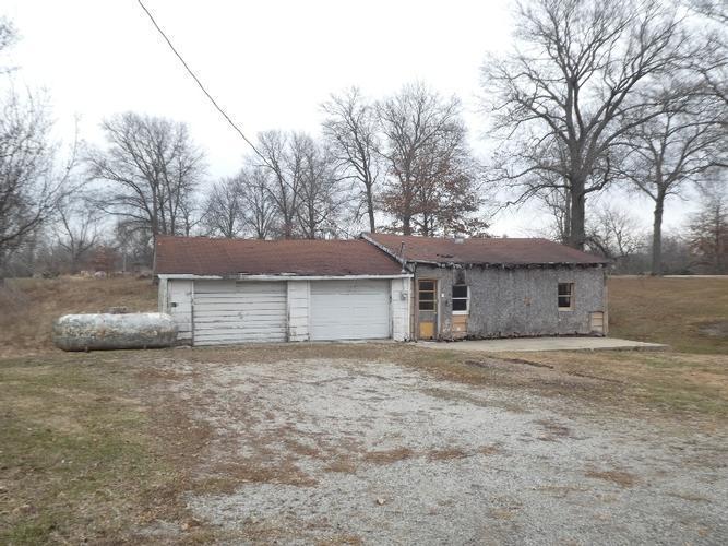 941 E 1320 North Rd, Taylorville, Illinois