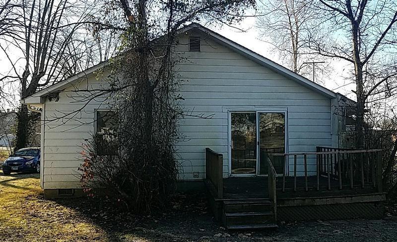 306 E St Charles, Mc Leansboro, Illinois