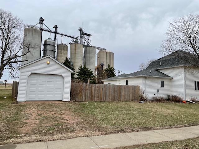 110 S 1st St, Beresford, South Dakota