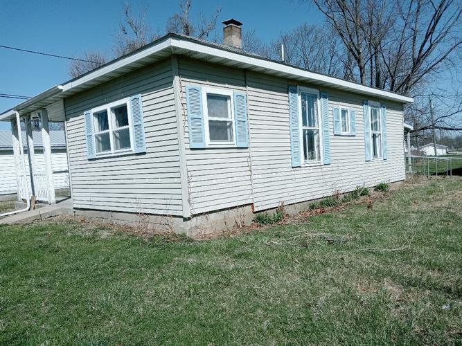 104 W Maple St, Cayuga, Indiana