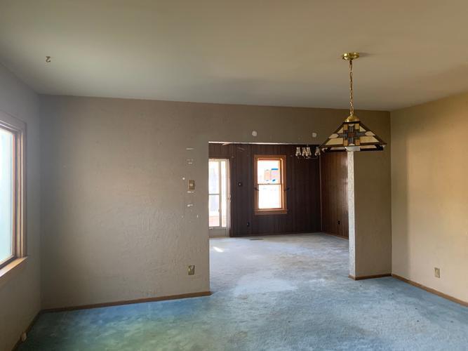 710 E 9th St, La Crosse, Kansas
