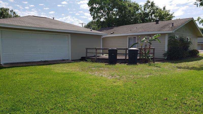 5261 25th St, Groves, Texas
