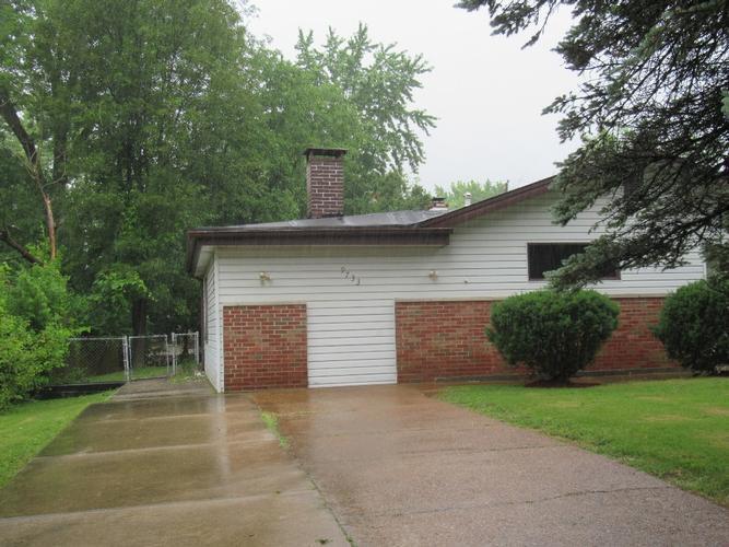 9733 Duke Dr, Saint Louis, Missouri