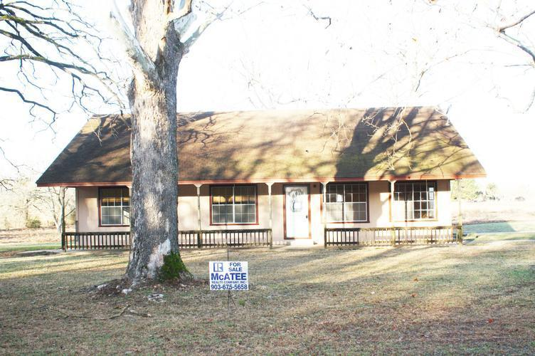 2205 Anderson County Road 422, Palestine, Texas