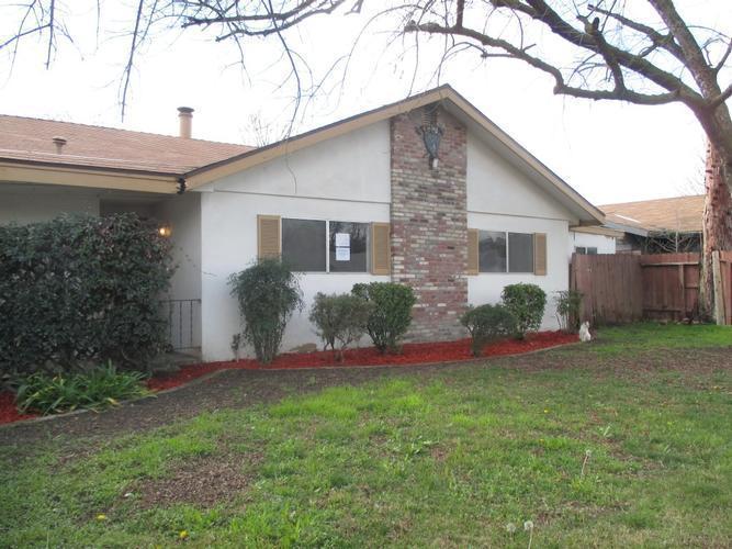 4727 W Myrtle Ave, Visalia, California