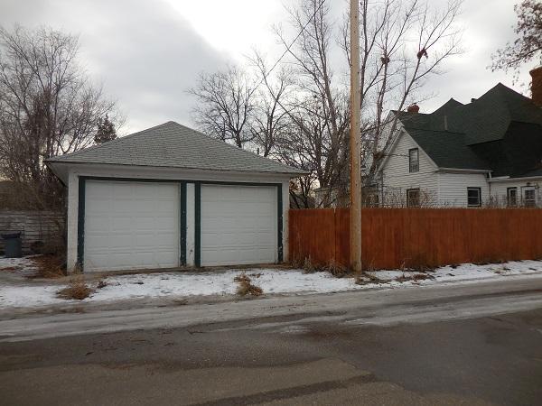 28 S Lake Ave, Miles City, Montana
