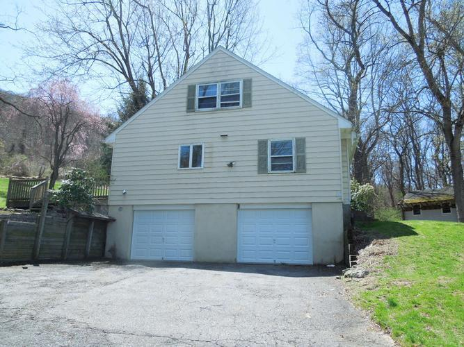 74 Staats Rd, Bloomsbury, New Jersey