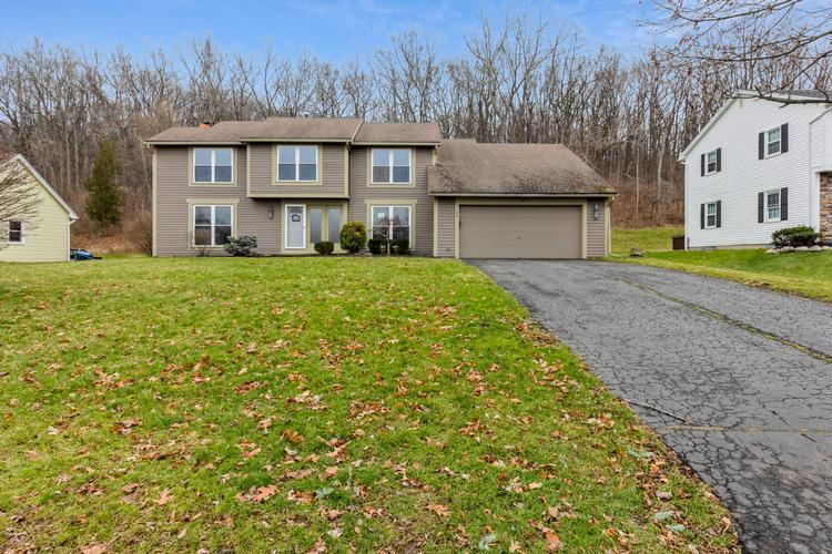 34 Cambric Cir, Pittsford, New York