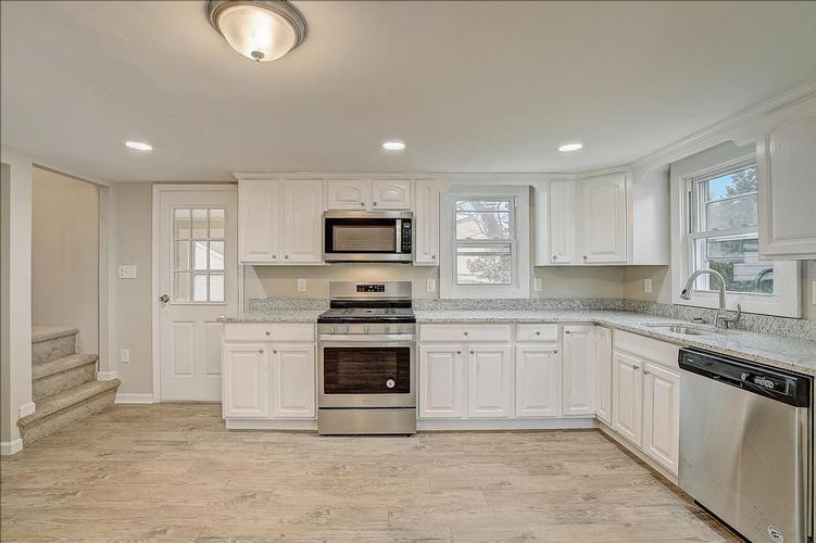 94 Plymouth St, Fairfield, New Jersey