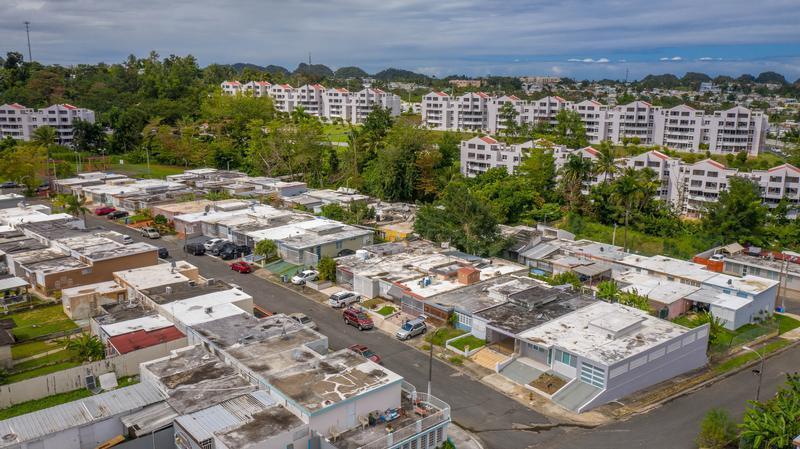 C227 A St Santa Elena 11, Bayamon, Puerto Rico