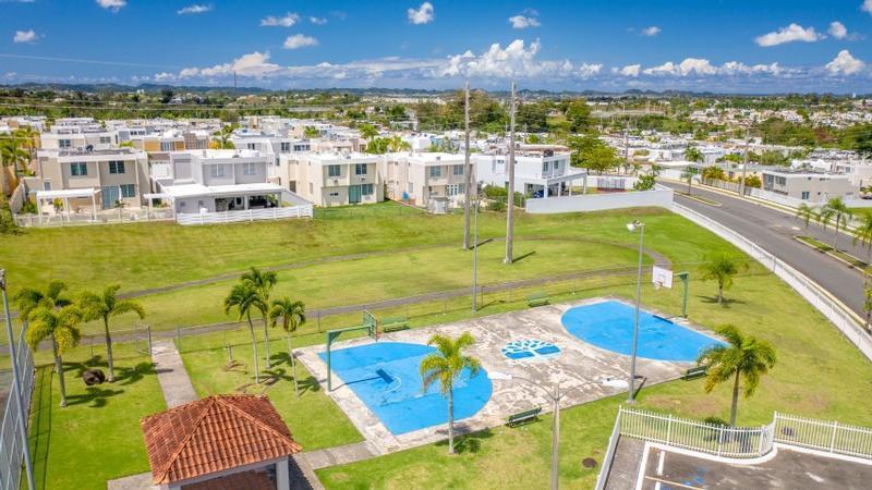 369 J2 Serotina St Bosque De Los Pinos Dev, Bayamon, Puerto Rico