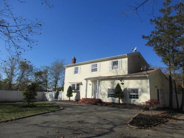11 Sea Cliff St, Islip Terrace, New York