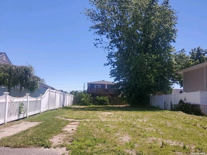 3 Garfield Pl, Lindenhurst, New York