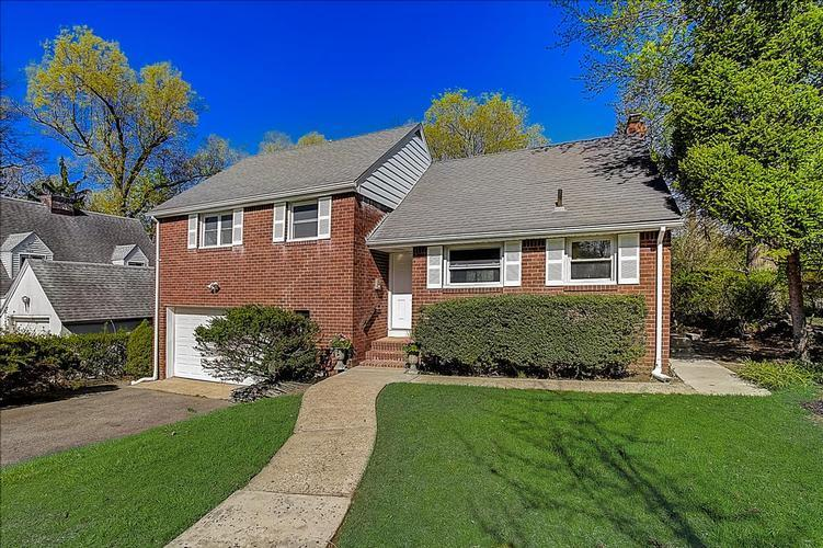 130 Reldyes Ave, Leonia, New Jersey