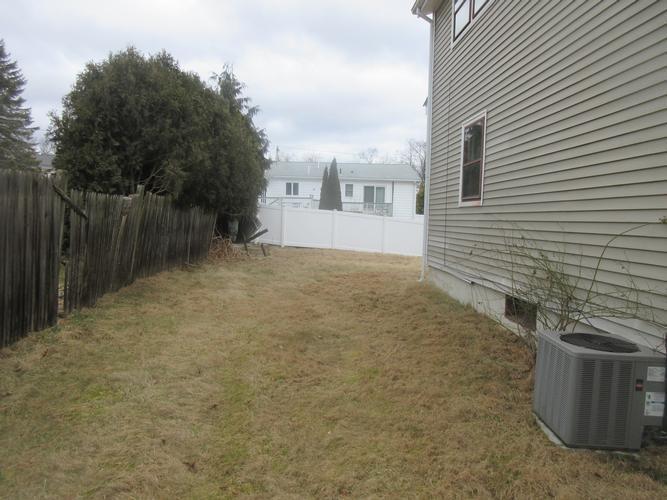 35 Seminole Trl, Cranston, Rhode Island
