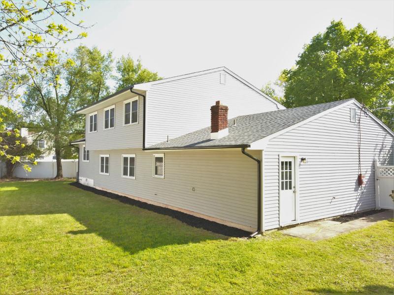 14 Weiss Dr, Middlesex, New Jersey