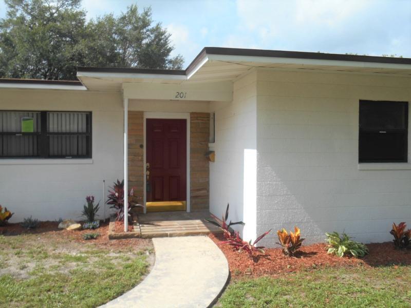 201 Ne 8th Street, Mulberry, Florida