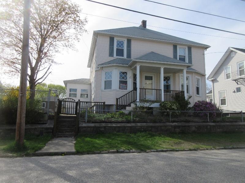 61 Woodbine St, Cranston, Rhode Island
