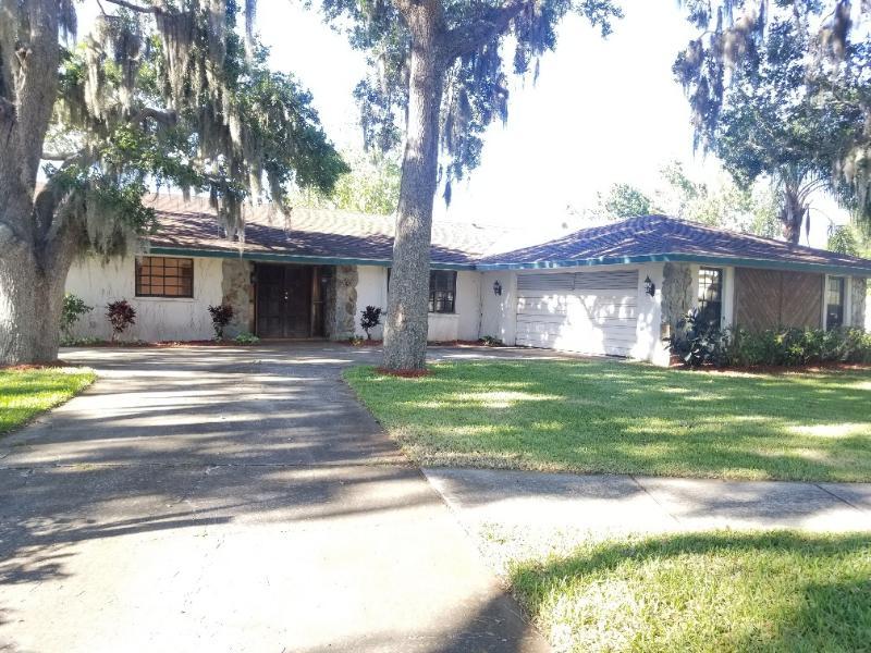 1455 S Ridgelane Cir, Clearwater, Florida