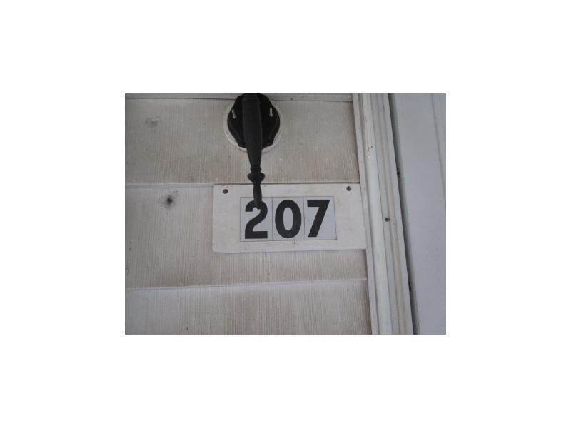 207 S Hazel, Oakland, Illinois
