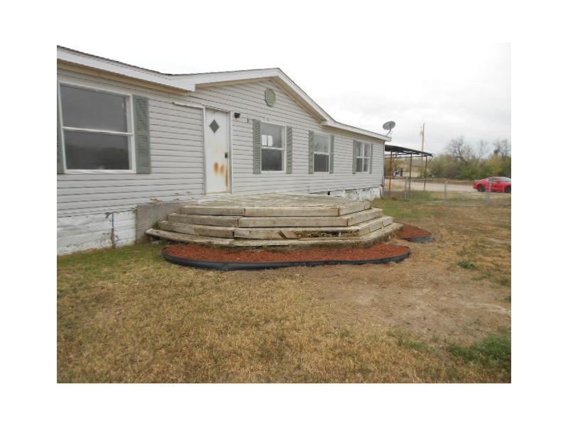 581 Evlyn St E, La Pryor, Texas