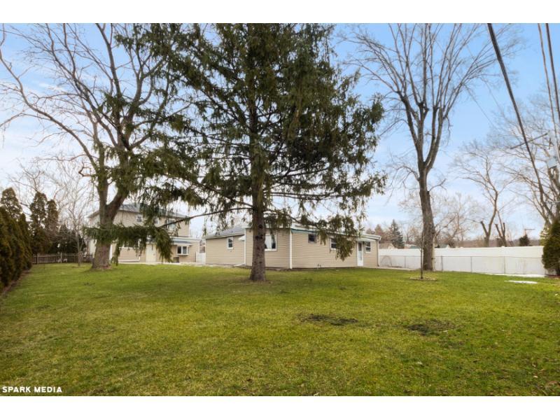 221 W Rust Trl, Willow Springs, Illinois