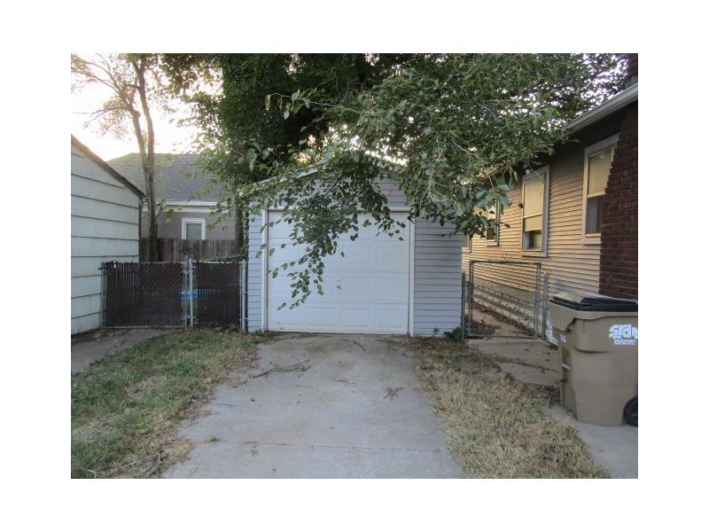 19 S Elm St, Hutchinson, Kansas