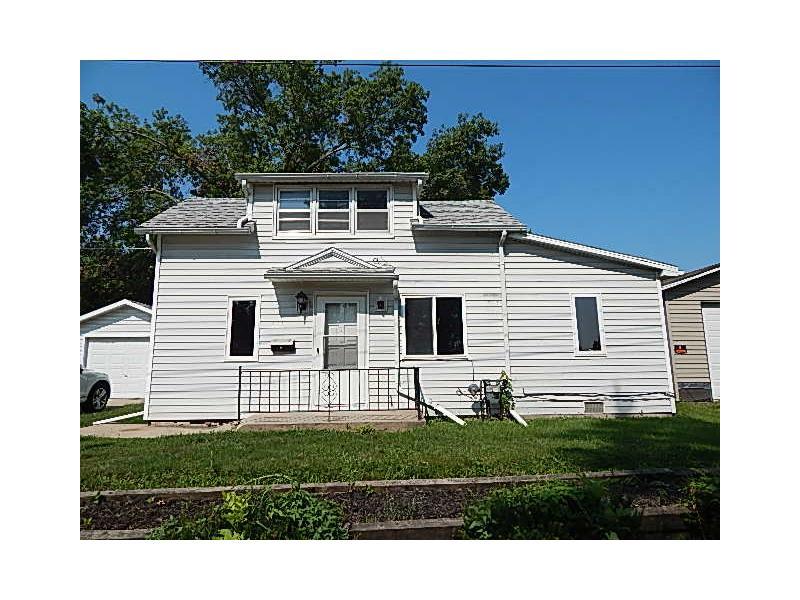 421 E 4 1 2 St S, Newton, Iowa
