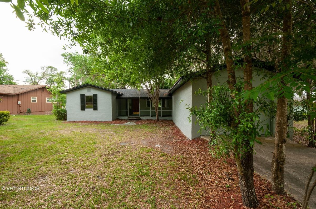 806 Lake Shore Ter, Interlachen, Florida