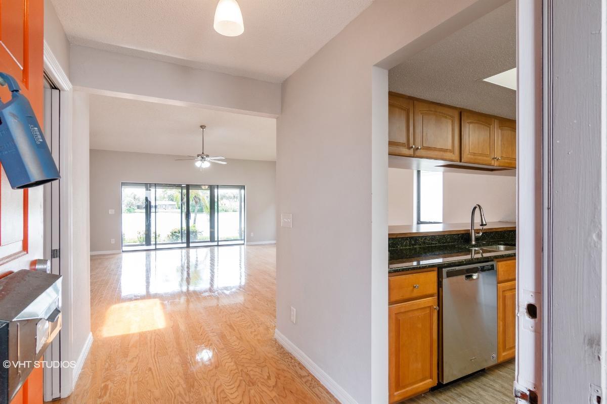 3817 Wilshire Cir W # 30, Sarasota, Florida