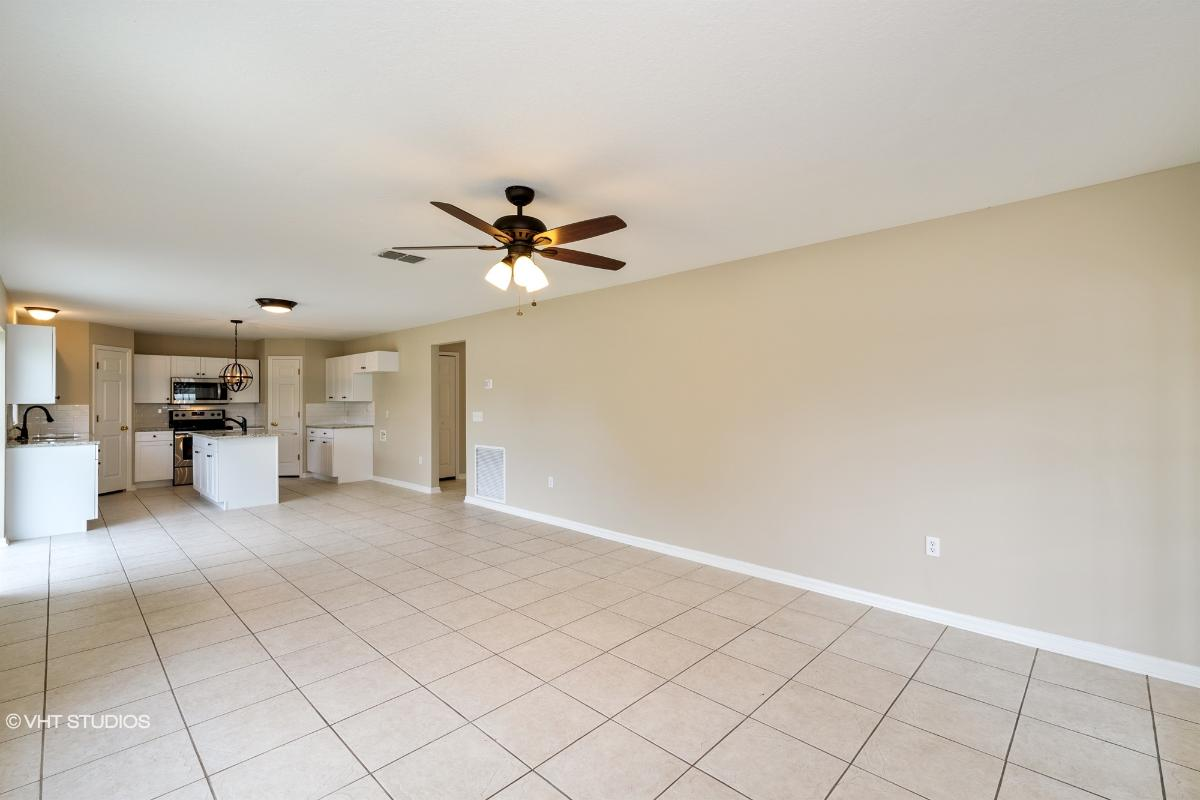 555 Granite Cir, Chuluota, Florida