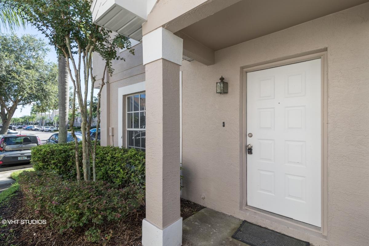 617 Kensington Lake Cir, Brandon, Florida