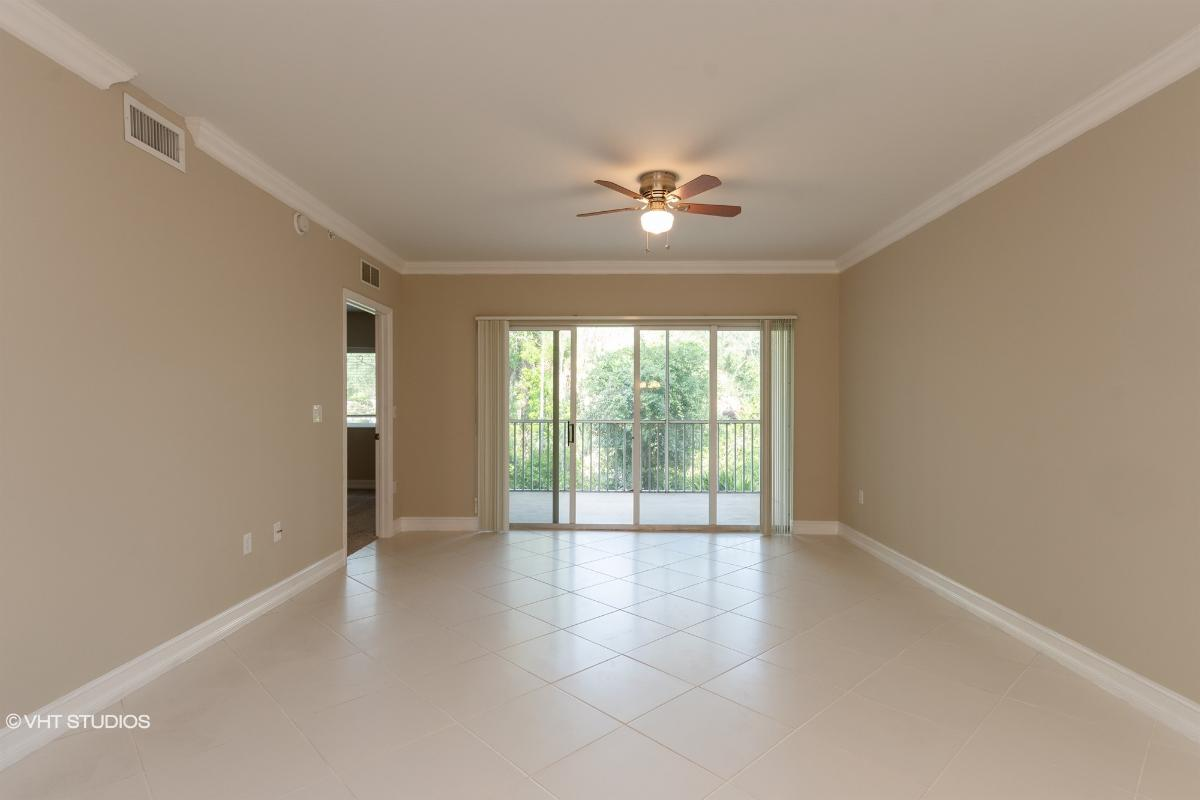 7811 Regal Heron Cir Apt 203, Naples, Florida