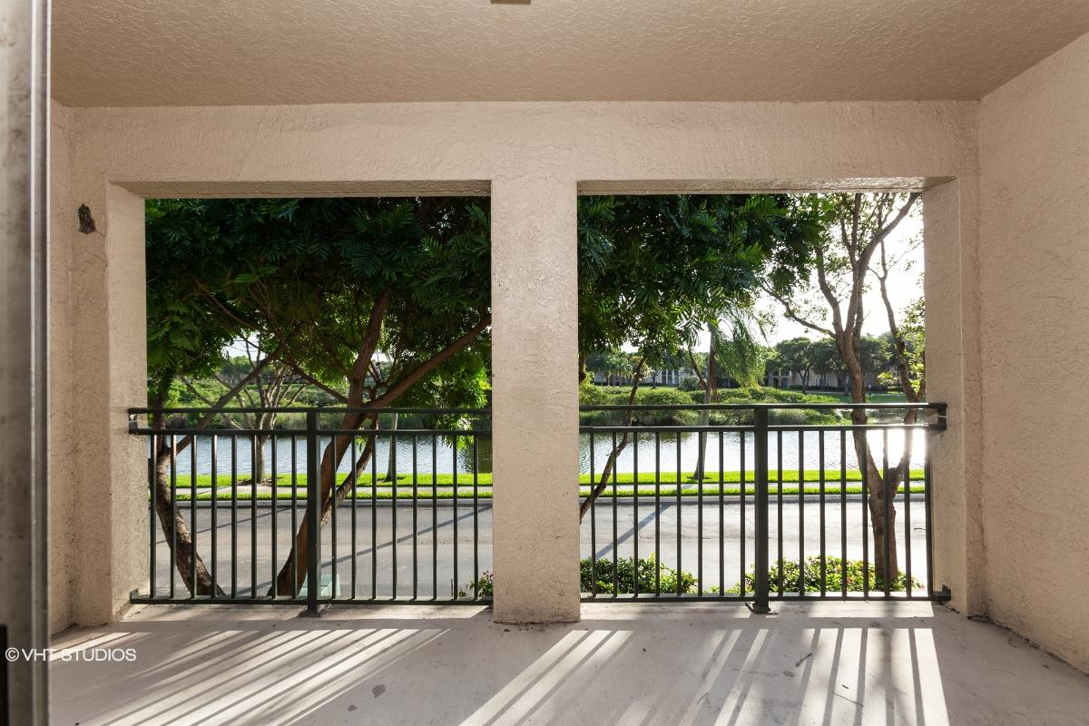 2452 Centergate Dr Apt 202, Miramar, Florida