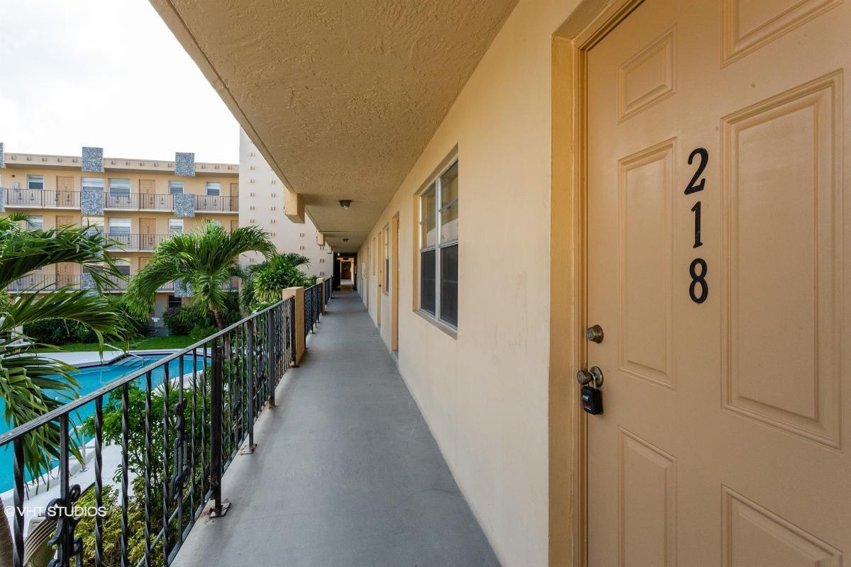 2145 Pierce Street 218, Hollywood, Florida