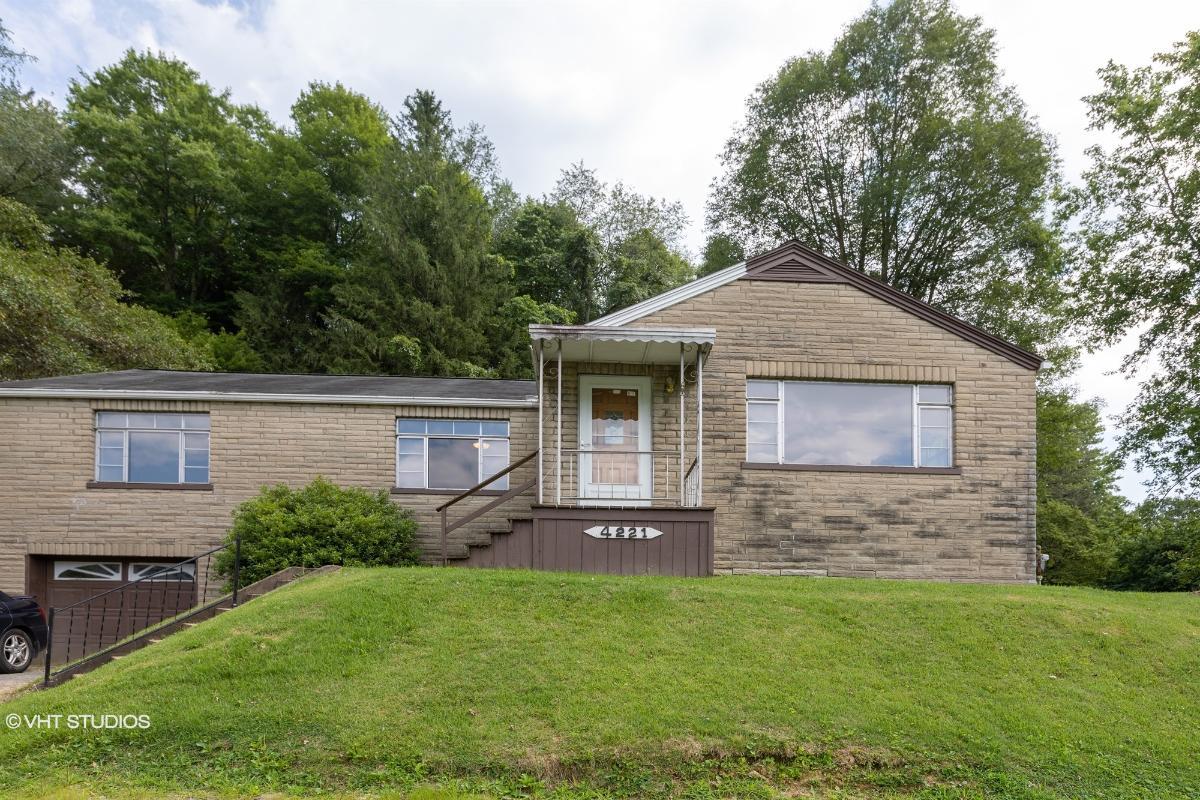 4221 Anderson St, Farmington, West Virginia