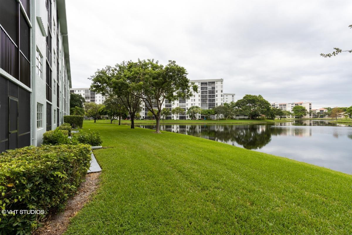 2226 N Cypress Bend Dr 110, Pompano Beach, Florida
