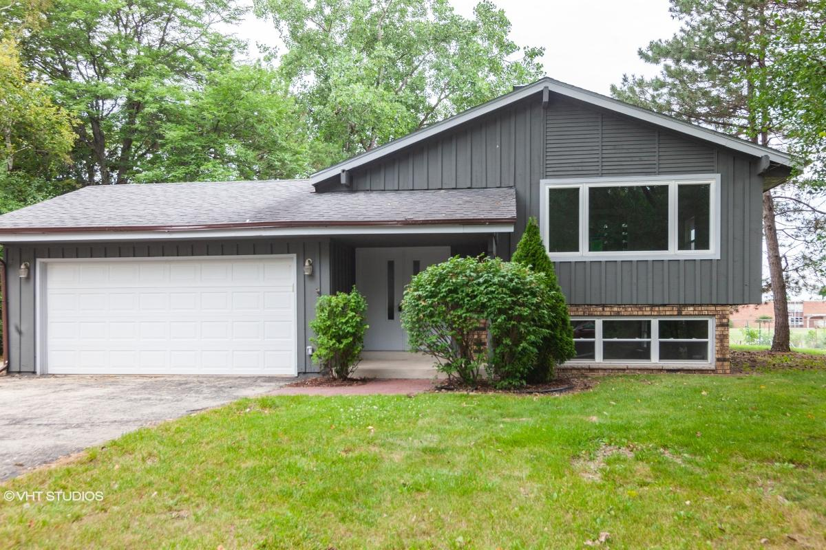 14300 W Redwood Dr, New Berlin, Wisconsin