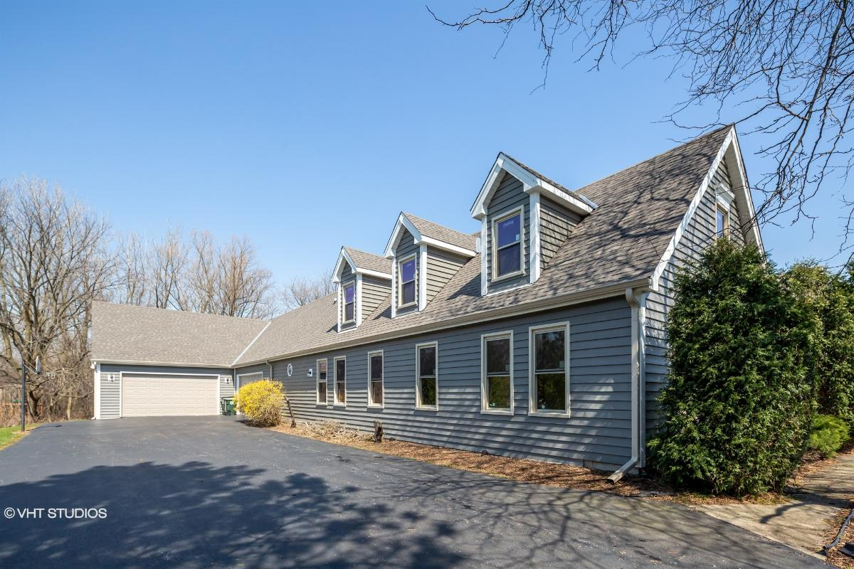 20324 W Buckthorn Ct, Mundelein, Illinois