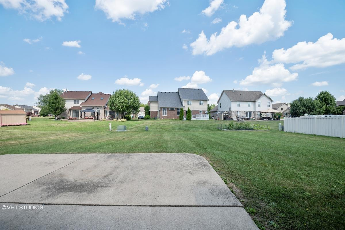18494 Sunflower Dr, Brownstown, Michigan